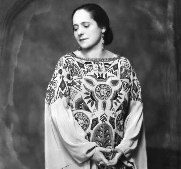 Rubinstein, photographed by Nickolas Muray in 1924, wears a 1923 Paul Poiret dress. (Courtesy of the Jewish Museum, courtesy of George Eastman House, International Museum of Photography and Film. © Nickolas Muray Photo Archives)