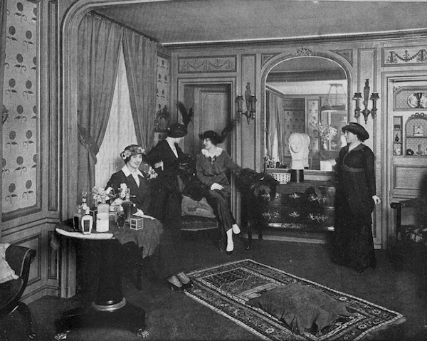 Rubinstein's beauty salon on Rue du Faubourg Saint-Honoré in Paris in 1913. (Via American Past)
