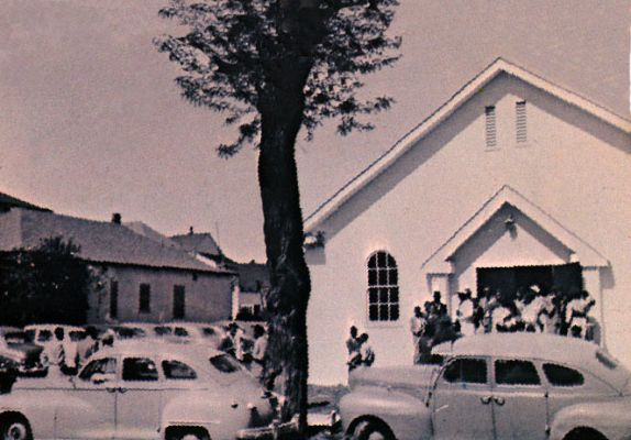 The Pointers' father, Elton, was the pastor at the West Oakland Church of God, pictured in the 1950s. (Via ThePointerSisters.com)