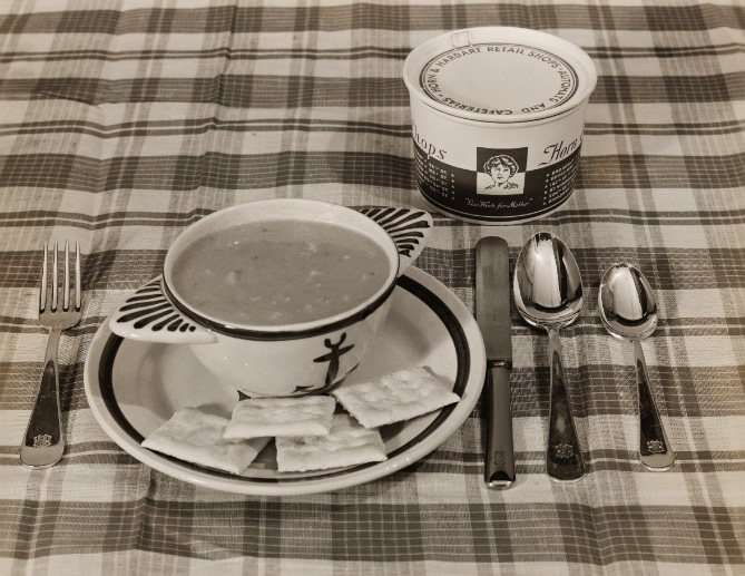 "A promotional image of Horn & Hardart's soup, circa 1940s. Via the <a href=""http://digitalcollections.nypl.org/collections/robert-f-byrnes-collection-of-automat-memorabilia#/?tab=navigation"">New York Public Library</a>."