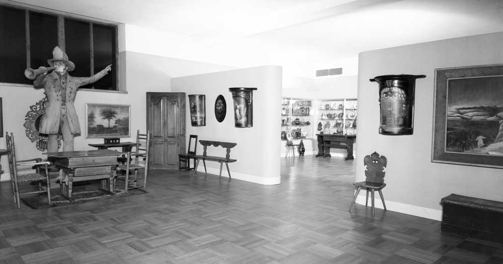 Parts of the Nadelman collection as displayed at the N-YHS's folk-art galleries in 1939. From the New-York Historical Society Archives. (Click to enlarge.)