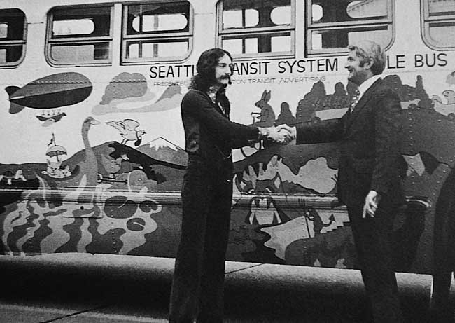 Moehring with Seattle mayor Wes Uhlman in front of Moehring's hand-painted People Bus.