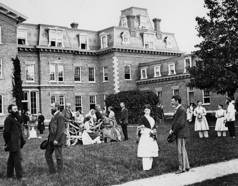 oneida_people_onmansionlawn_picadorEDIT
