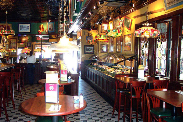 The interior of a Ruby Tuesday restaurant before the remodel in 2007. (Via Watermark Design)