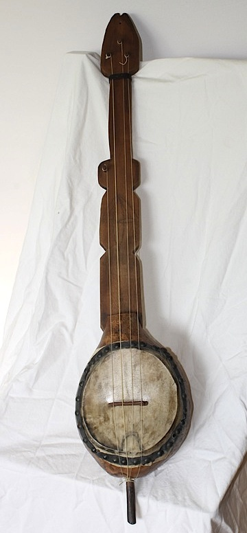 "A replica of the ""Haiti Banza"" by Pete Ross. The original has been in the collection of the Musee de la Musique, Paris, since 1840. Via Pete Ross Custom Banjos."