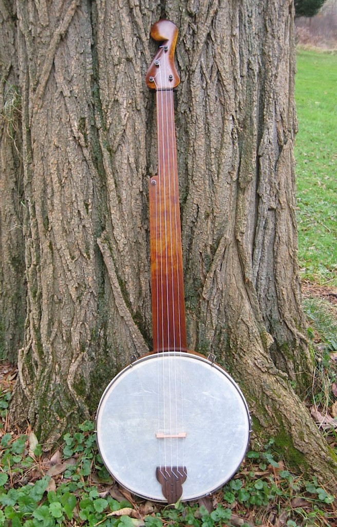 Re-creation by Jim Hartel of a banjo made by Joel Walker Sweeney in 1845. Via Hartel Banjos.