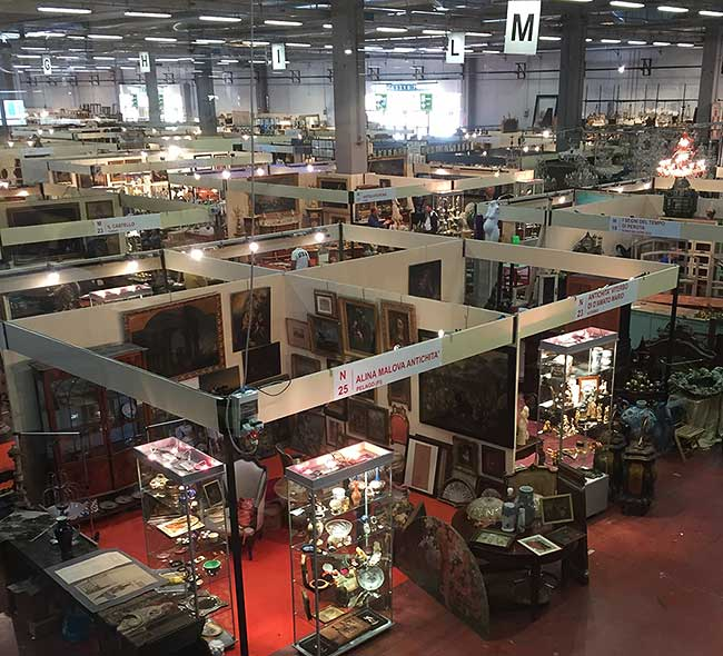 Inside one of Mercanteinfiera's large pavilions of antiques.