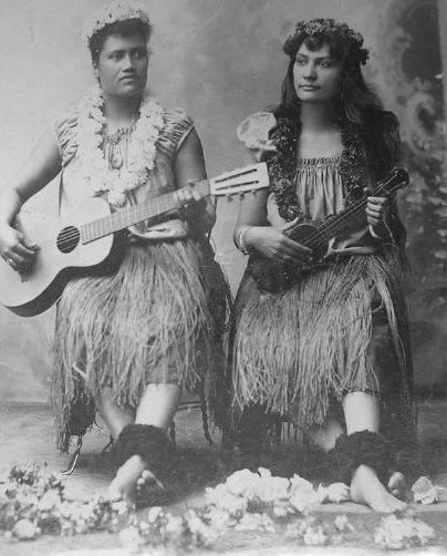Kini Kapahu, a.k.a. Jennie Wilson, (right) and her colleague played music and danced the hula at the Midway Plaisance at the World's Columbian Exhibition, Chicago, in 1893. They chose to wear flowers and grass skirts to play into stereotypes of Hawaiian identity.