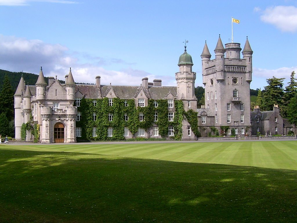 The exterior of Balmoral Castle in 2004. (Photo by Stuart Yeates, via WikiCommons)