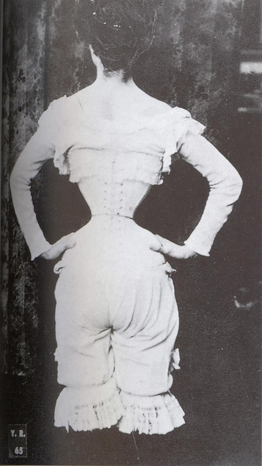 This 1895 photo, supposedly depicting a tiny waist, looks like it's been altered using 19th-century photo manipulation techniques akin to airbrushing. (Via Vintage Everyday Facebook page)
