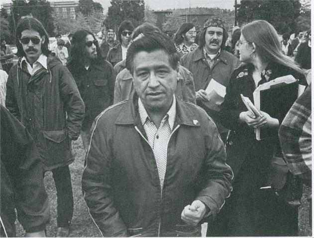 César Chávez visits Colegio César Chávez in Mount Angel, Oregon, in 1974, a year after the school opened. (Via Movimiento, WikiCommons)