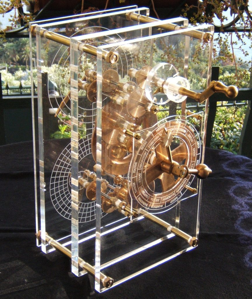 A 2007 mechanical model based on the ancient Greek Antikythera machine. (Photo by Mogi Vicentini, WikiCommons)