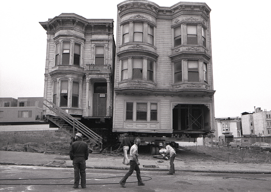 House movers relocating Victorian-era homes from the Western Addition neighborhood to clear lots for the city's redevelopment project. Photograph by Dave Glass, 1977.