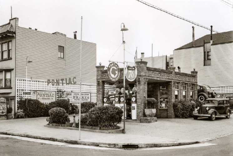 A gas station in a primarily residential area at Irving and 16th Avenue, circa 1938. Via the Western Neighborhoods Project.