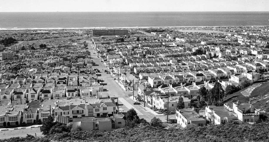 A view of San Francisco's low-density Sunset neighborhood looking toward the Pacific Ocean, circa 1950s. Via the Western Neighborhoods Project.