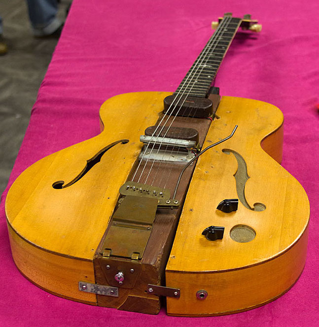 Les Paul's 1940 Log guitar