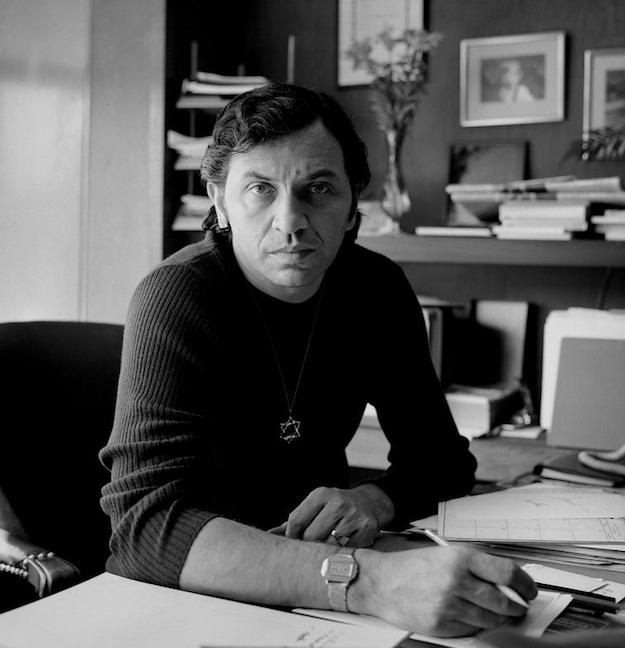 Rock promoter Bill Graham, who, as a child, was sent to the safety of the United States during World War II, wore a Star of David. Throughout his life, he was a supporter of Jewish causes.