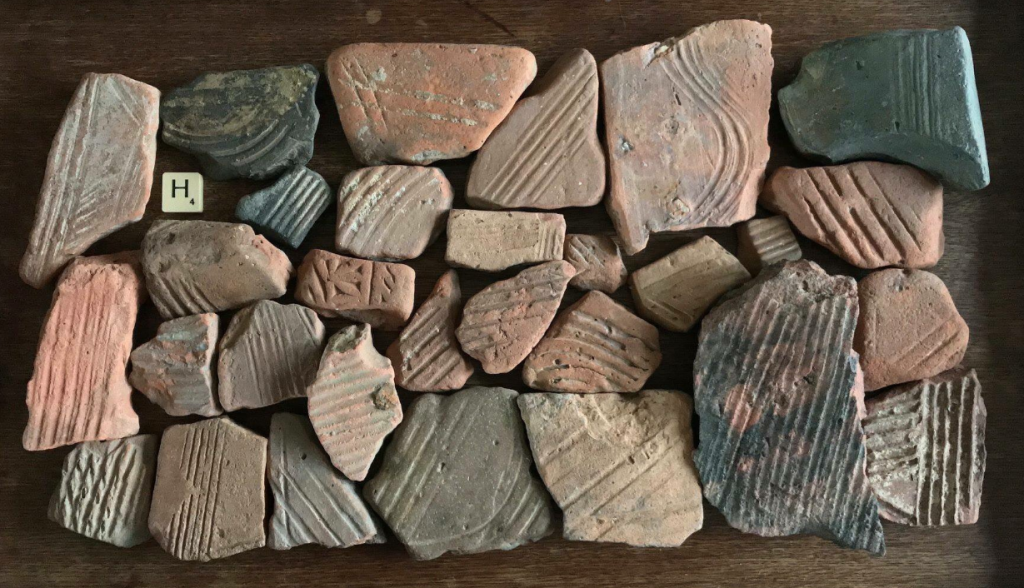 Bits of Roman hypocaust tiles found along the Thames showing the varied patterns on their surfaces. Courtesy Lara Maiklem.